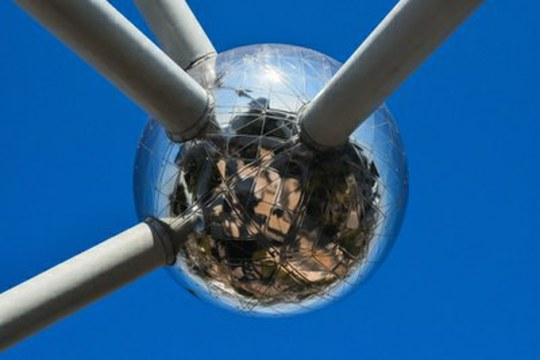 Dagli elettroni ai polaroni: quasiparticelle ancora da studiare