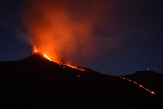"""La faglia della Pernicana dell'Etna come """"binario"""" settentrionale del fianco instabile del vulcano"""