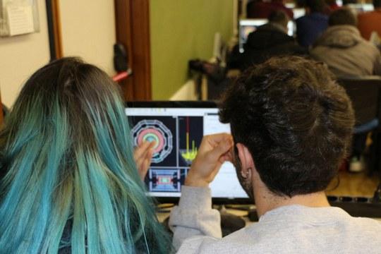Studenti delle superiori alle prese con i veri dati del CERN in Emilia-Romagna